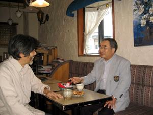 しなやかに越境する創造者 江 屹 『月刊美術2005年12月号』より